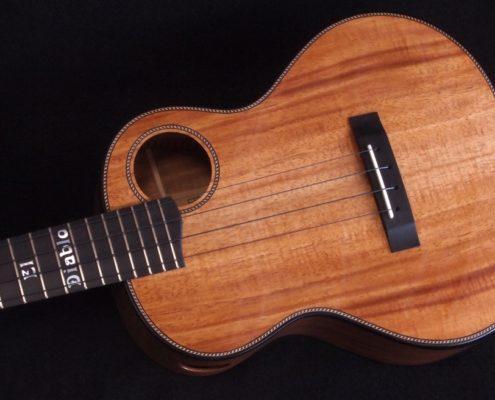el diablo tenor ukulele