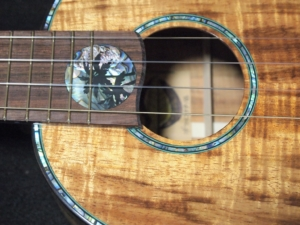 paua moon tenor pineapple ukulele