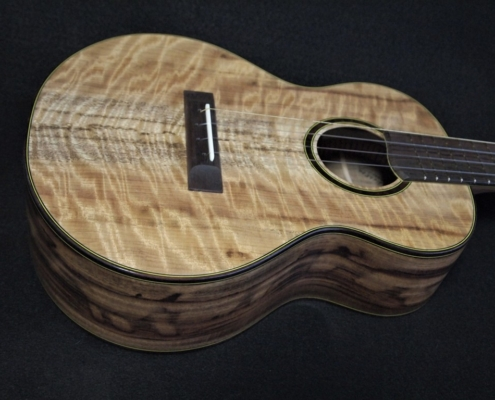 blond and chocolate myrtle super tenor ukulele