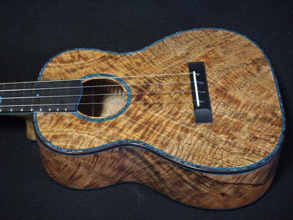 om shanti tenor ukulele